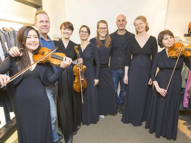 Jersey-Kleider für das Orchester der Elbphilharmonie Hamburg - Harm Jopp Jerseys. Das Orchesterlabel