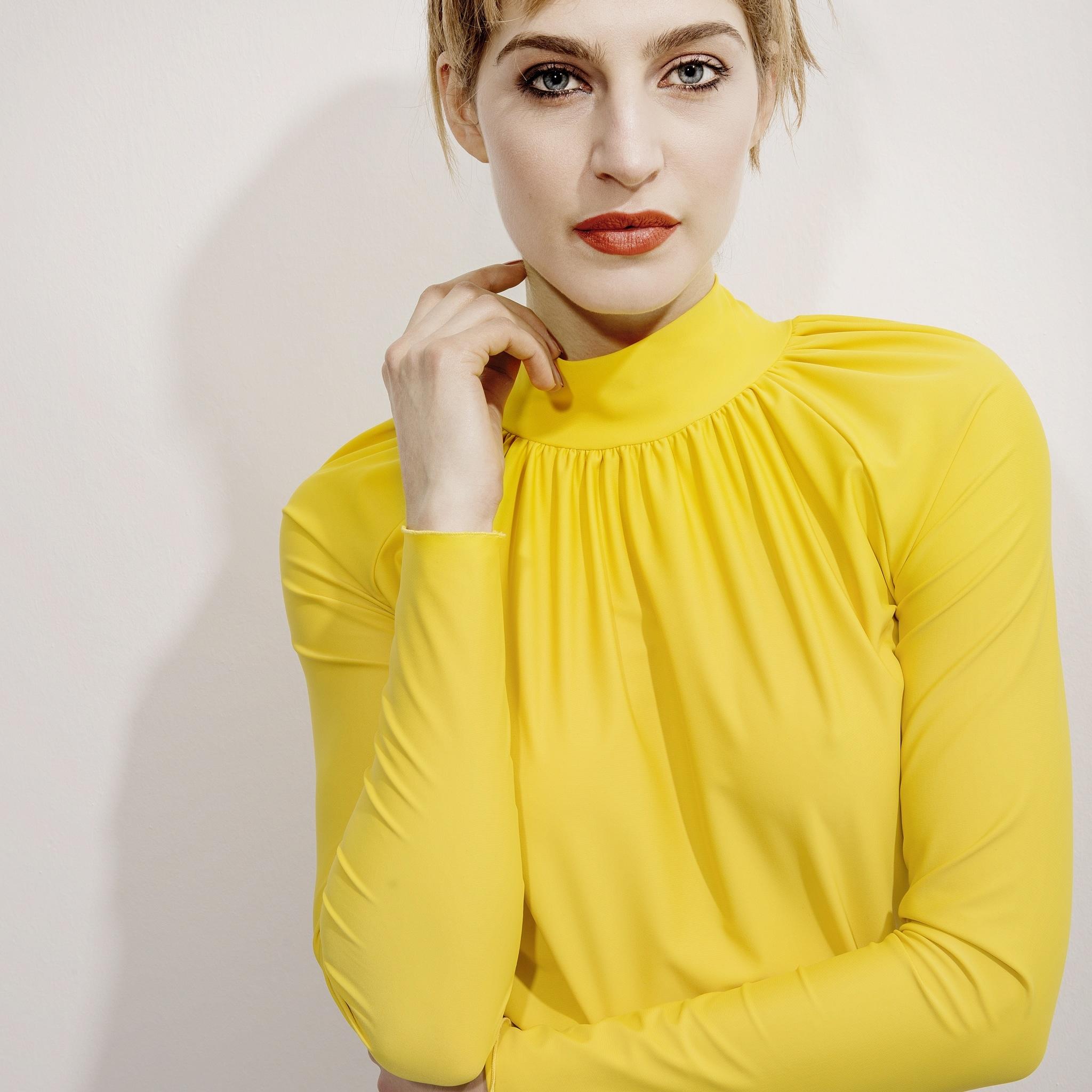 Q gelbe bluse
